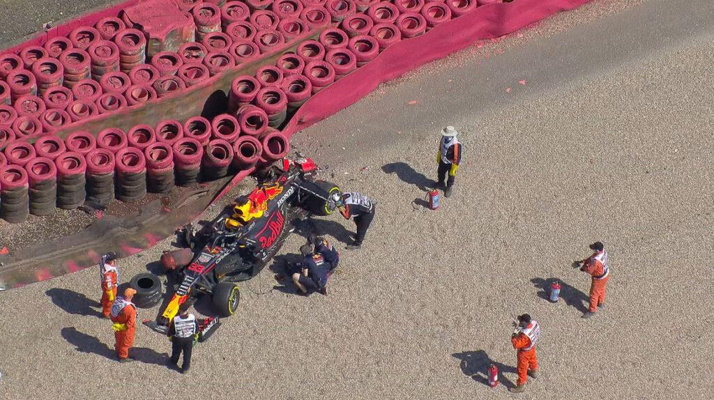 Verstappen se choca y queda fuera del Gran Premio de Gran Bretaña