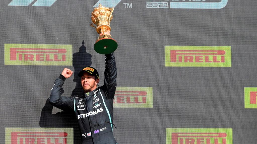 Lewis Hamilton gana el Gran Premio de Gran Bretaña con una polémica