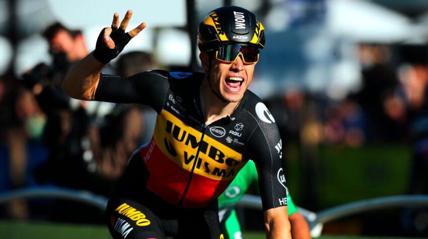 El belga Wout Van Aert celebra la victoria en la última etapa, el domingo 18 de julio.