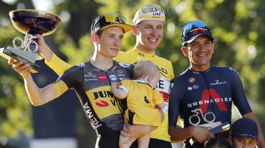 Jonas Vingegaard, Tadej Pogacar y Richard Carapaz en el podio del Tour de Francia, el 18 de julio de 2021.