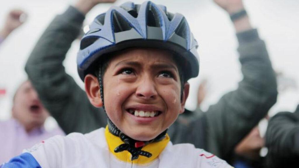Muere atropellado ciclista de 13 años, célebre admirador de Egan Bernal