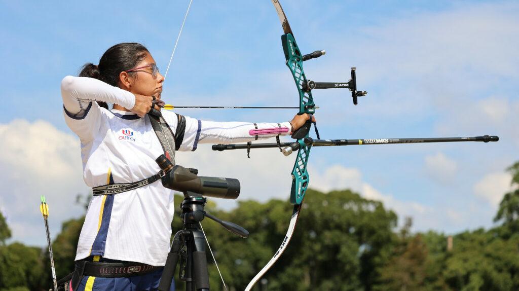 Adriana Espinosa de los Monteros se ubica en el puesto 62 en tiro con arco