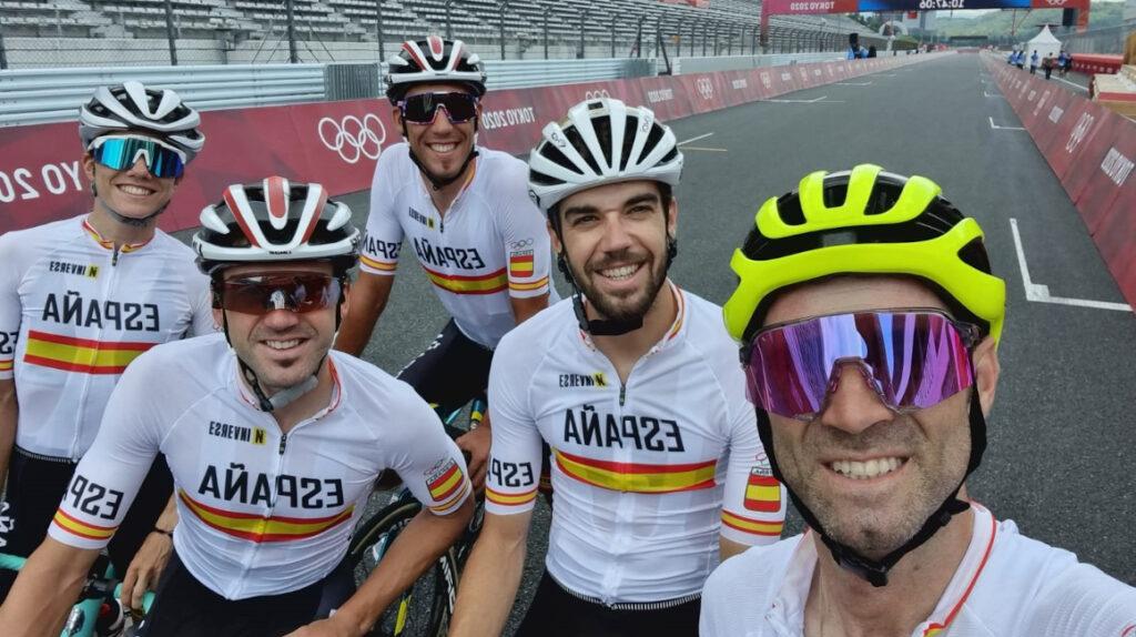 Ciclistas españoles dan negativo en pruebas PCR y podrán competir en Tokio
