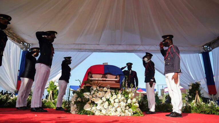 El ataúd con los restos del presidente haitiano Jovenel Moise, asesinado en su casa en Puerto Príncipe. Julio 23 de 2021.