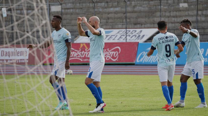 Los jugadores de Universidad Católica festejan uno de los goles de compromiso.