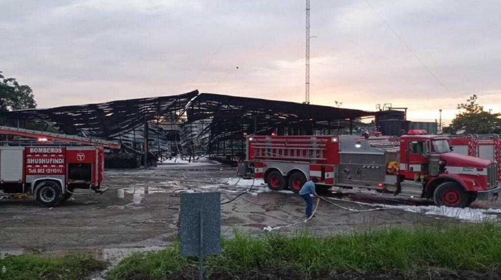 Bomberos controlaron incendio en la estación central Shushufindi