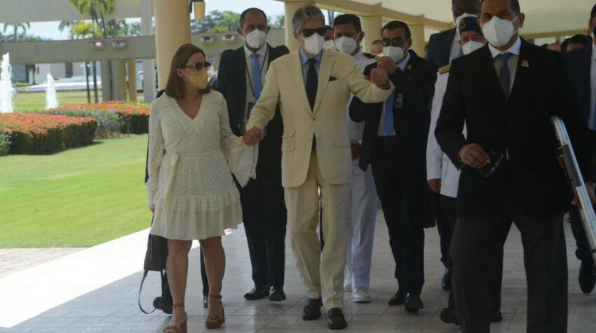 El presidente Guillermo Lasso llegó al camposanto Parque de la Paz para despedir a su amigo César Monge, quien falleció el 25 de julio de 2021 en Guayaquil.