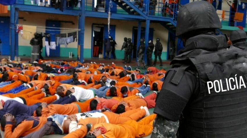 Operativo de conteo de presos en la Cárcel de Latacunga, luego del motín del 21 de julio de 2021.