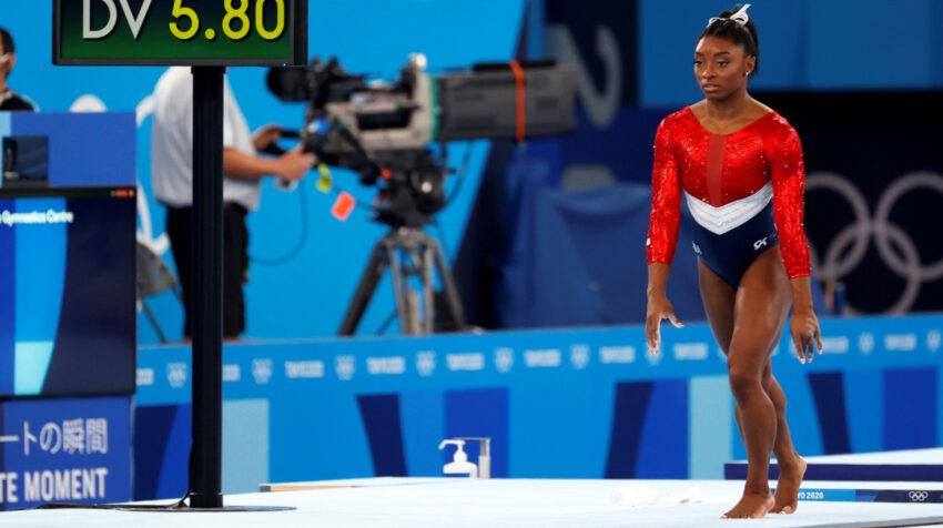 Simone Biles, durante su participación en la prueba por equipos de gimnasia rítmica en los Juegos Olímpicos de Tokio, el 27 de julio de 2021.