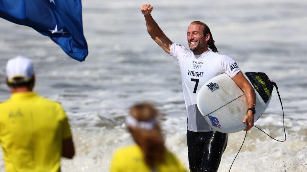Surfista australiano supera una lesión cerebral y logra medalla en Tokio