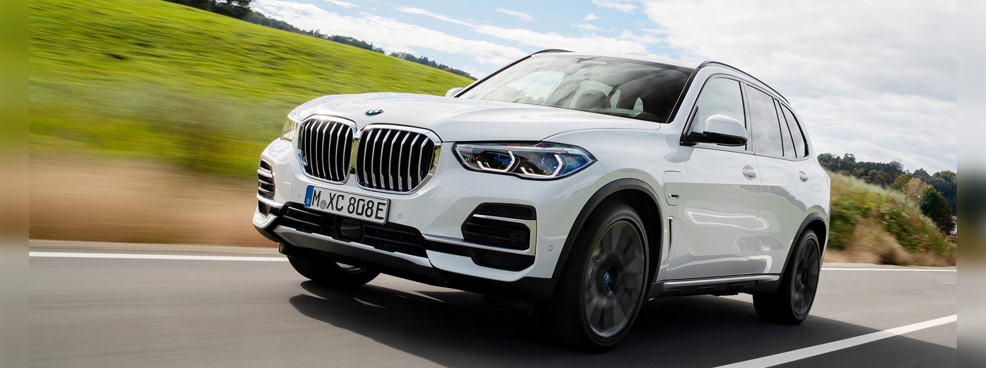 BMW X5 híbrido enchufable con llantas eco-amigables