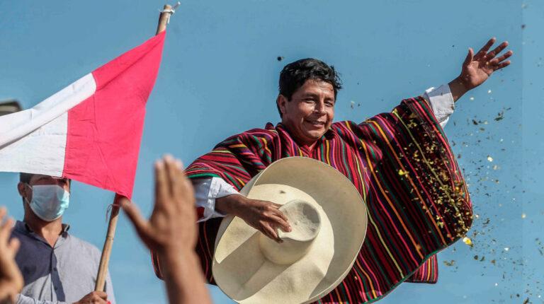 Castillo, el presidente campesino que desafía al 'status quo' peruano
