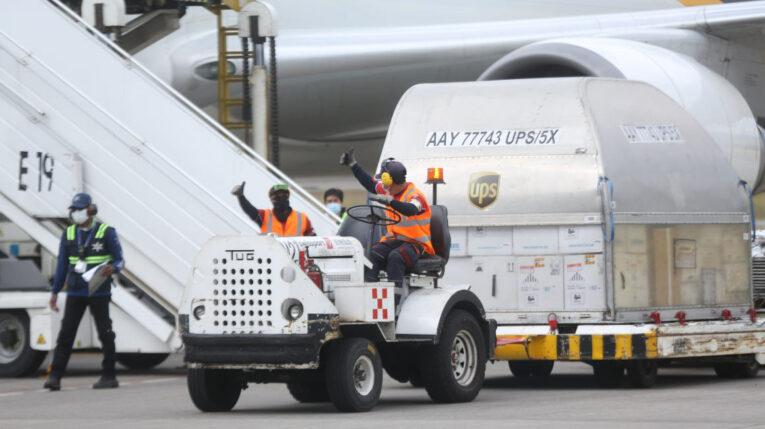 Llegada de un cargamento de 255.060 dosis de la vacuna Pfizer. Quito, 27 de julio de 2021.