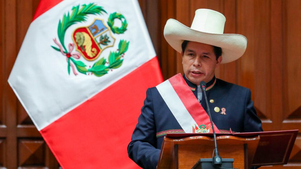 Castillo promete grandes reformas y respetar la propiedad privada en Perú