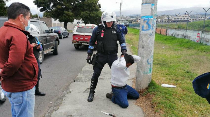 Agentes policiales recapturaron a varios presos que se fugaron de la cárcel de Latacunga, el 21 de julio de 2021.