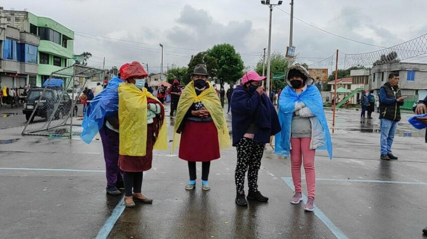 Habitantes de las comunidades aledañas a la cárcel de Latacunga dicen que no pueden dormir por la inseguridad en el sitio.