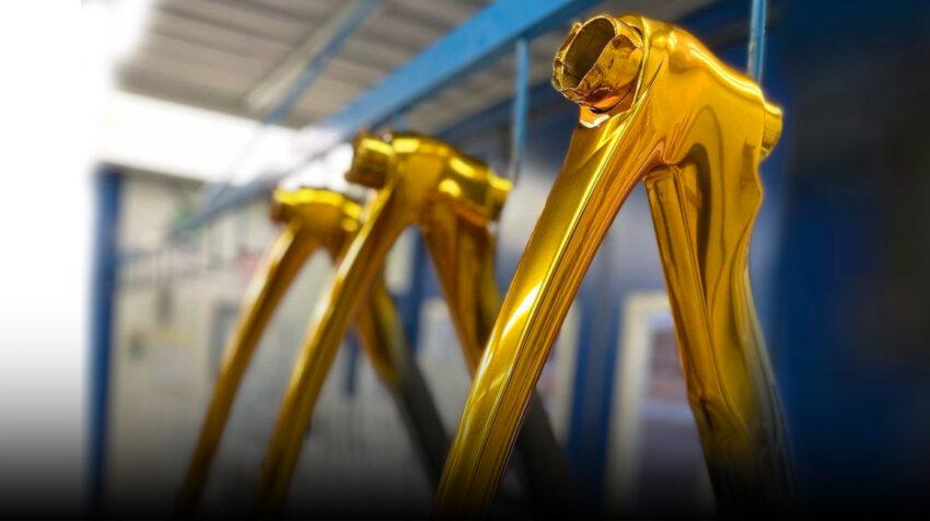 Pinarello y el Ineos Grenadiers ya trabajan en la bicicleta dorada que usará Richard Carapaz, como actual campeón olímpico.