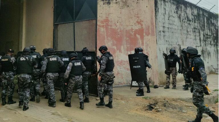 Policía controla nuevo enfrentamiento en la cárcel de Guayaquil