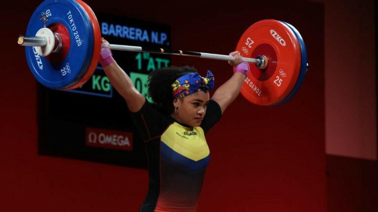 Neisi Dajomes levanta 118 kilogramos en arranque y se ubica primera