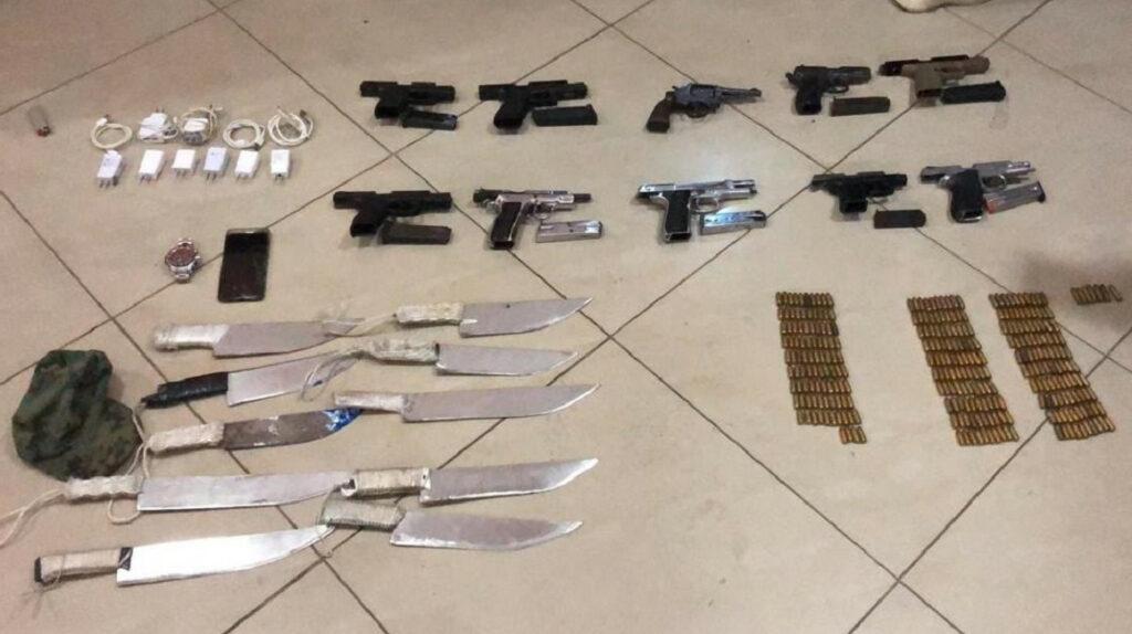 Cinco heridos y 10 armas decomisadas tras enfrentamiento en cárcel de Guayaquil