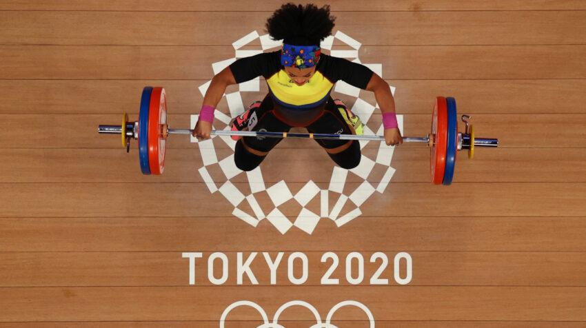 La halterista ecuatoriana en competencia en los Juegos de Tokio, el domingo 1 de agosto de 2021.