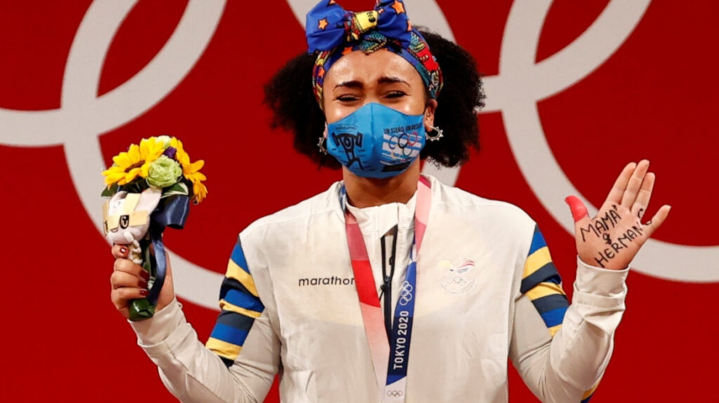La emotiva dedicatoria de Neisi Dajomes en el podio de los Juegos Olímpicos