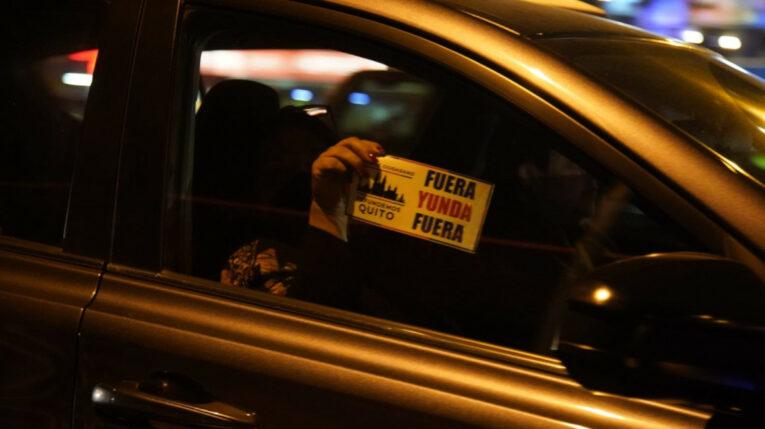 Varias personas realizaron una caravana por las calles de Quito en contra del alcalde Jorge Yunda, la noche del 31 de julio de 2021.