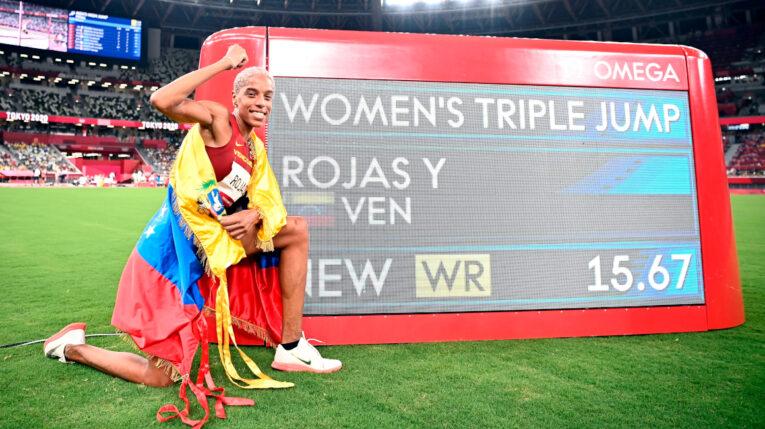 Yulimar Rojas, junto al marcador con su récord olímpico de los Juegos de Tokio, el 1 de agosto de 2021.