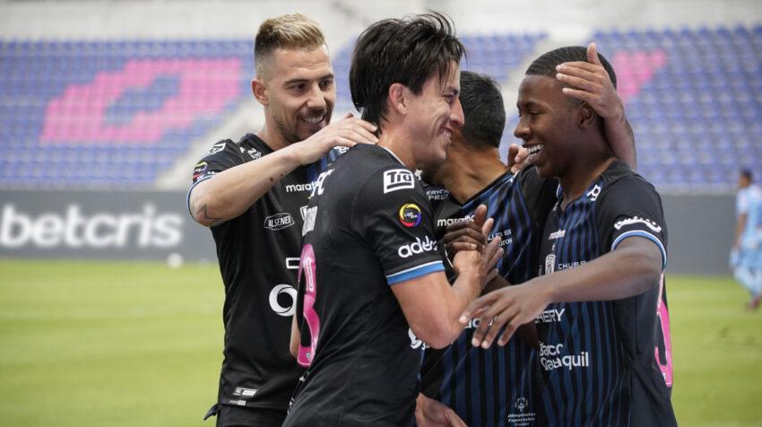 Los jugadores de Independiente del Valle festejan uno de los goles ante Macará por la LigaPro, el 1 de agosto de 2021.