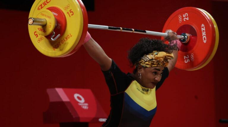 Tamara Salazar levanta 113 kilos en el arranque y va por la medalla