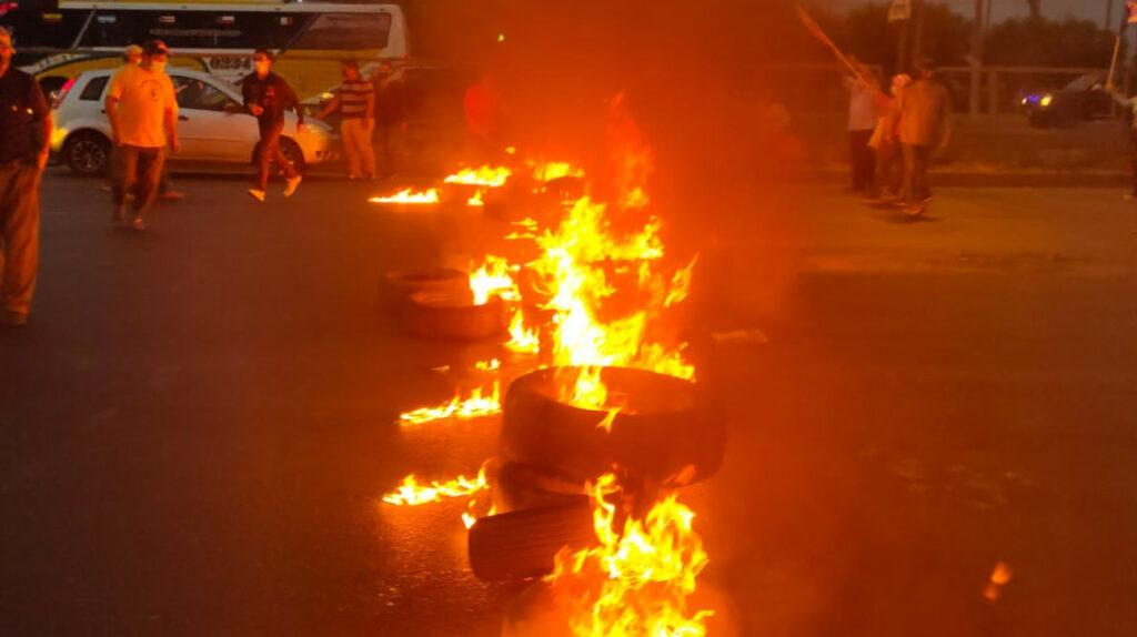 Manifestantes bloquearon paso por puente de la Unidad Nacional