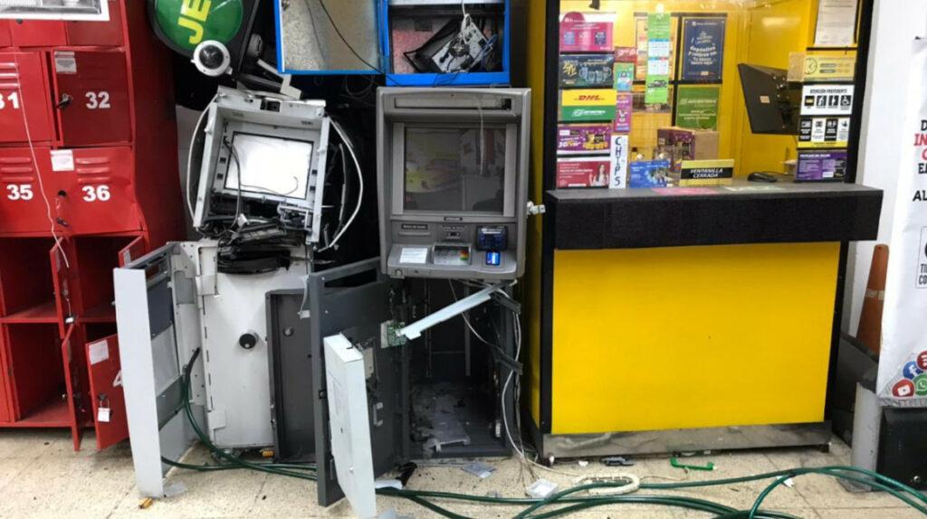 Delincuentes usan gas explosivo para volar cajeros automáticos