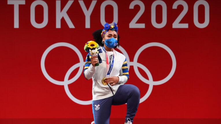 Neisi Dajomes festeja su triunfo en los Juegos Olímpicos de Tokio, el 1 de agosto de 2021.