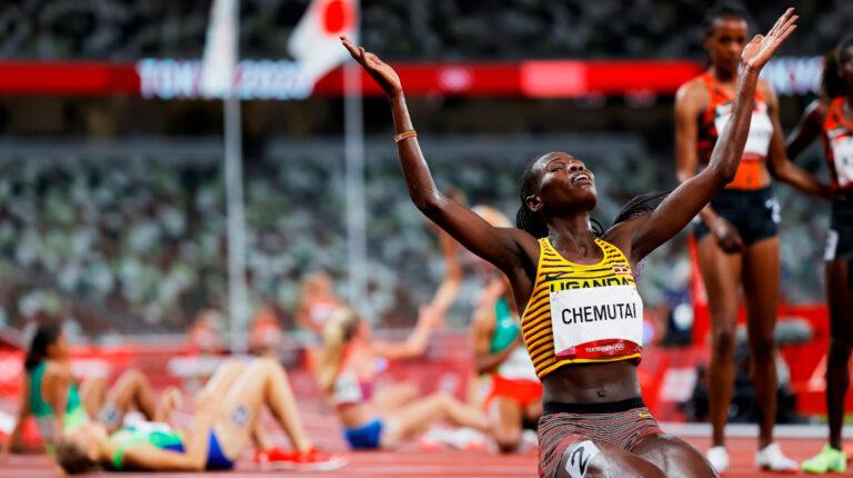 Peruth Chemutai gana el oro en los 3.000 metros con obstáculos femenino