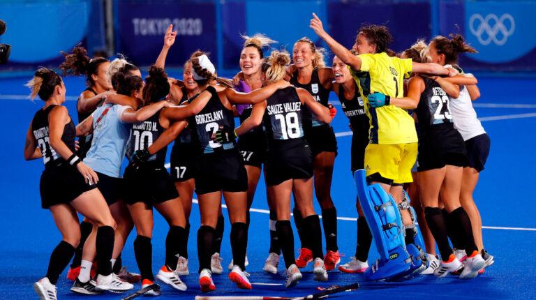 Las 'Leonas' vencen a India y definirán el oro en hockey  ante Países Bajos