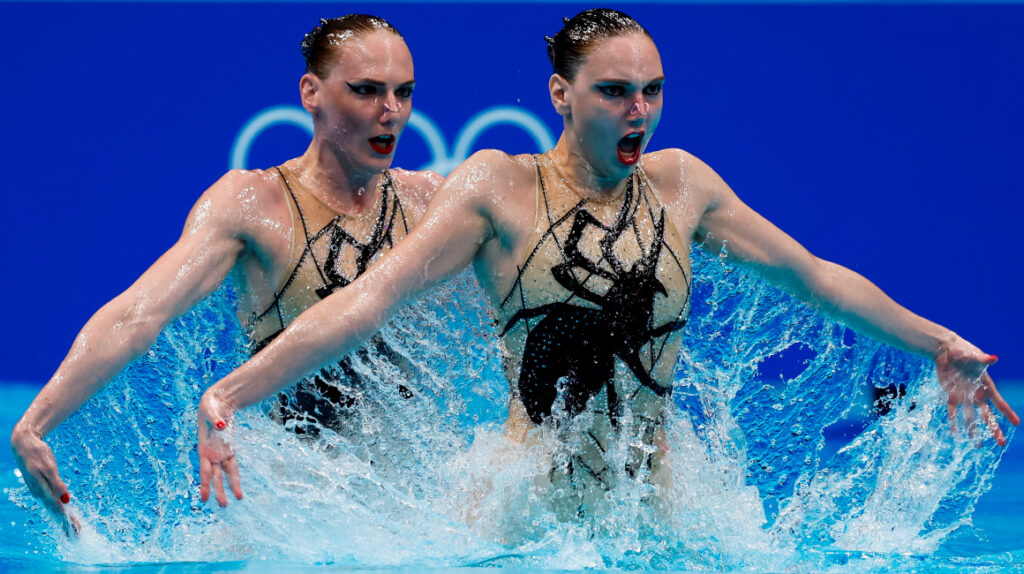 Romashina marca récord al ganar su sexto oro en natación sincronizada