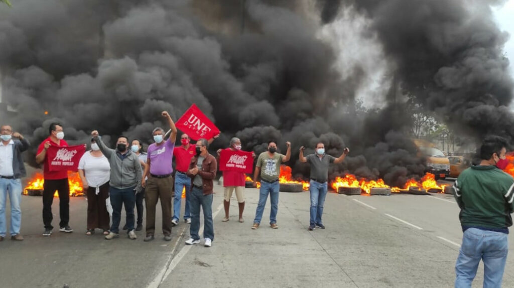 UNE vuelve a bloquear uno de los accesos viales de Guayaquil