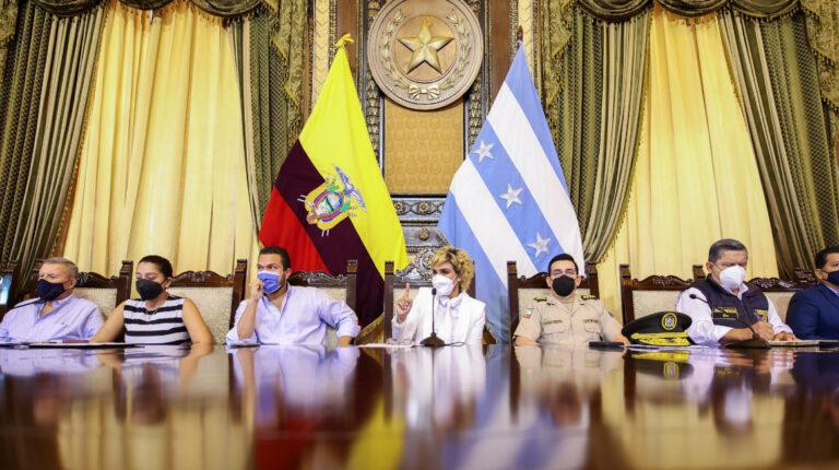 Municipio de Guayaquil despide a 42 agentes por supuesta extorsión