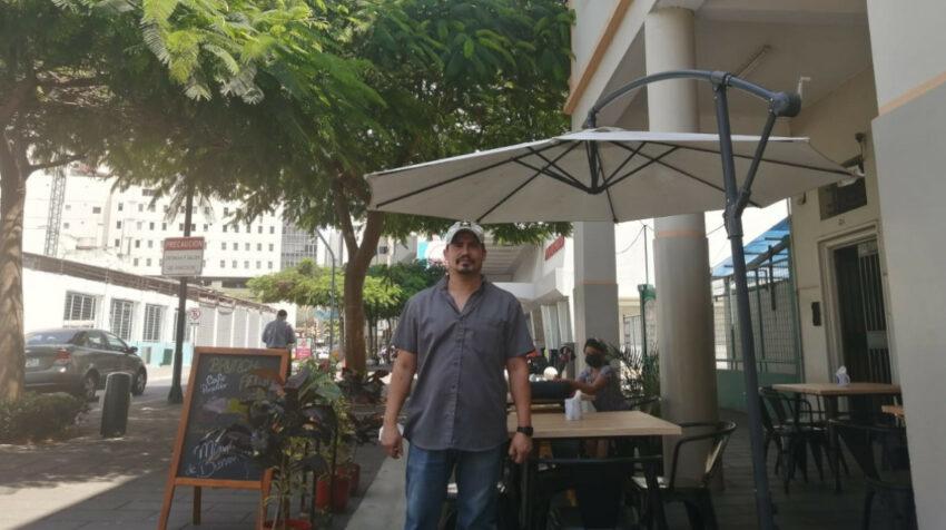Fausto Rendón tiene un restaurante en la calle Panamá.