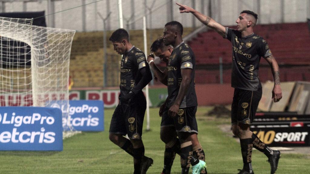 Diego Dorregaray le da la victoria al Deportivo Cuenca frente al Manta