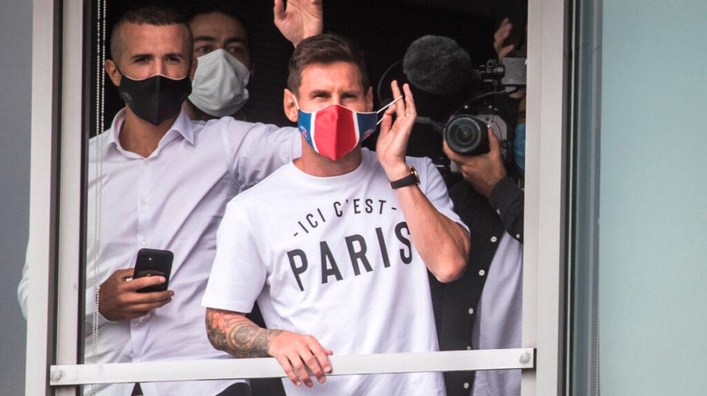 Lionel Messi llega a París para firmar como nuevo jugador del PSG