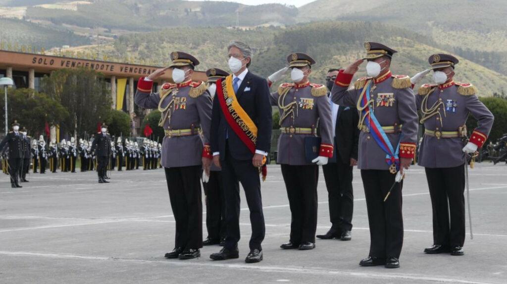 El Ejército pide respaldo legal y equipamiento al presidente Lasso