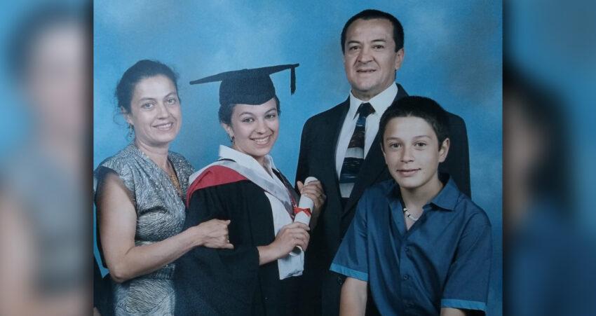 Rogelio Viteri y su, esposa, Ligia Alarcón, con sus dos hijos en Londres.
