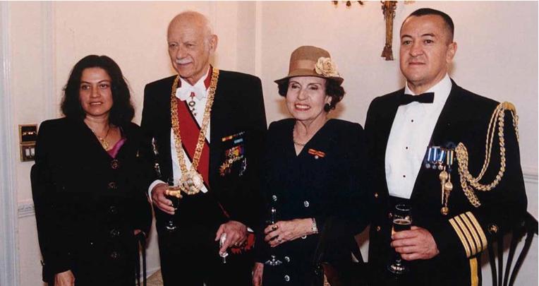 Sixto Durán Ballén, junto con Rogelio Viteri y sus esposas.
