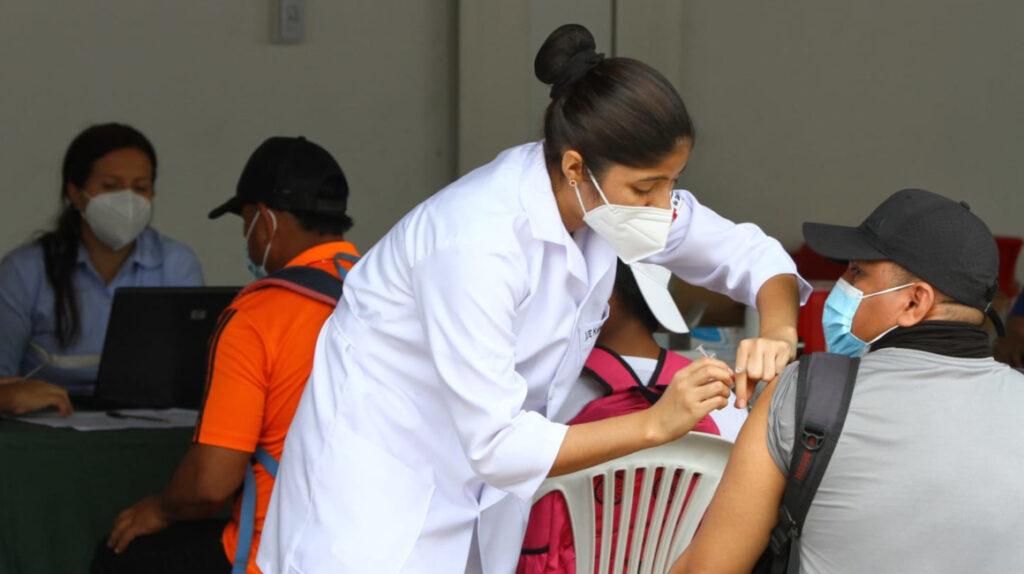 Salud: En agosto solo se aplicarán segundas dosis de las vacunas