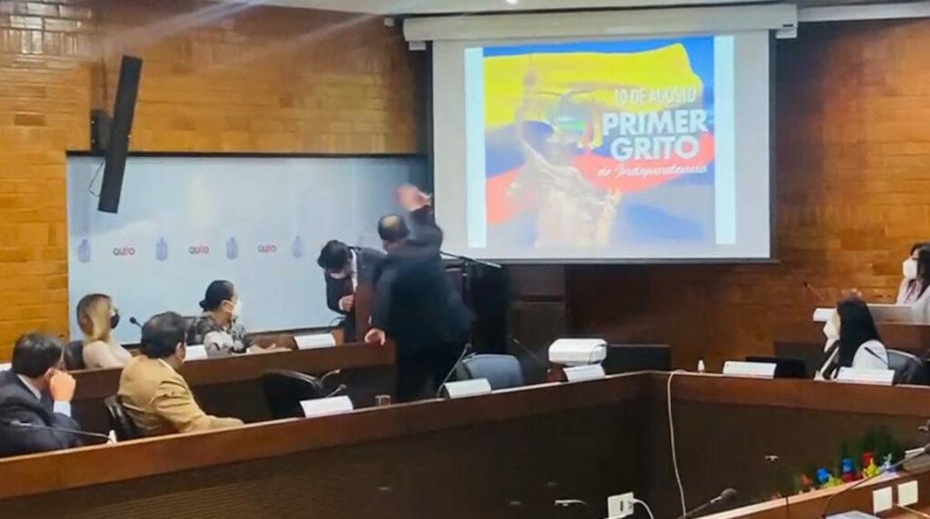 Jorge Yunda denuncia a concejal Morales por ataque con agua