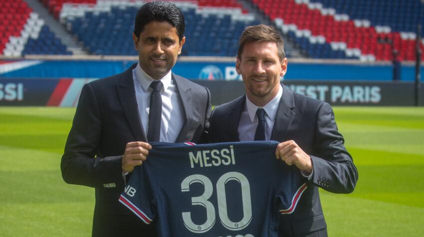 Nasser Al-Khelaifi, presidente del PSG, junto a Lionel Messi en el Parque de los Príncipes, el miércoles 11 de agosto de 2021.
