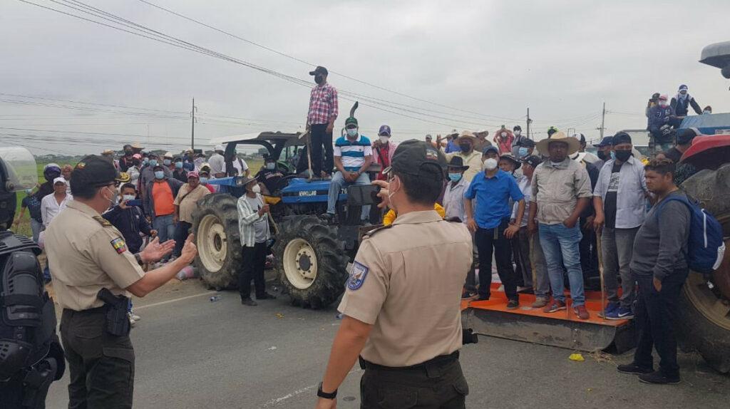 Policía habilitó la vía Guayaquil-Samborondón tras diálogo con arroceros