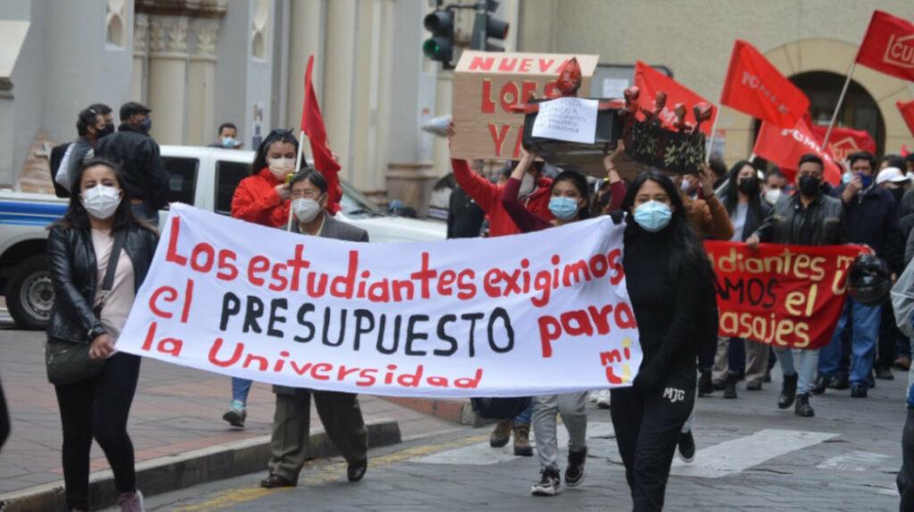 Corte deja sin efecto, de manera temporal, incremento de salarios a maestros