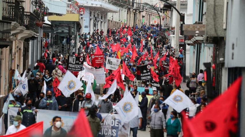 Las centrales sindicales arrancan su manifestación en Quito, el 11 de agosto de 2021.